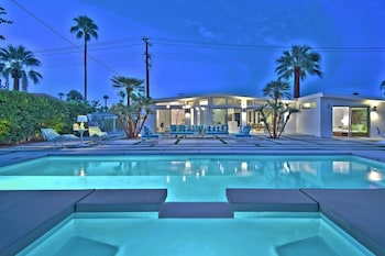 Palm Springs 2BR Stunner with Pool by RedAwning