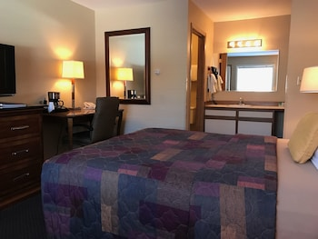 Hotel - Lakeshore Inn & Suites