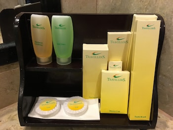 Travellers Hotel Jakarta - Bathroom Amenities  - #0