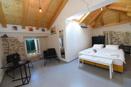 Pylon Rooms, Split