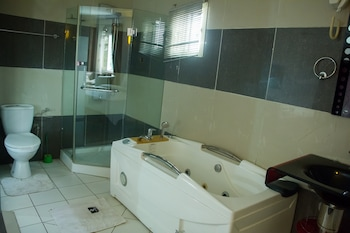 Linton Host Hotel - Bathroom  - #0