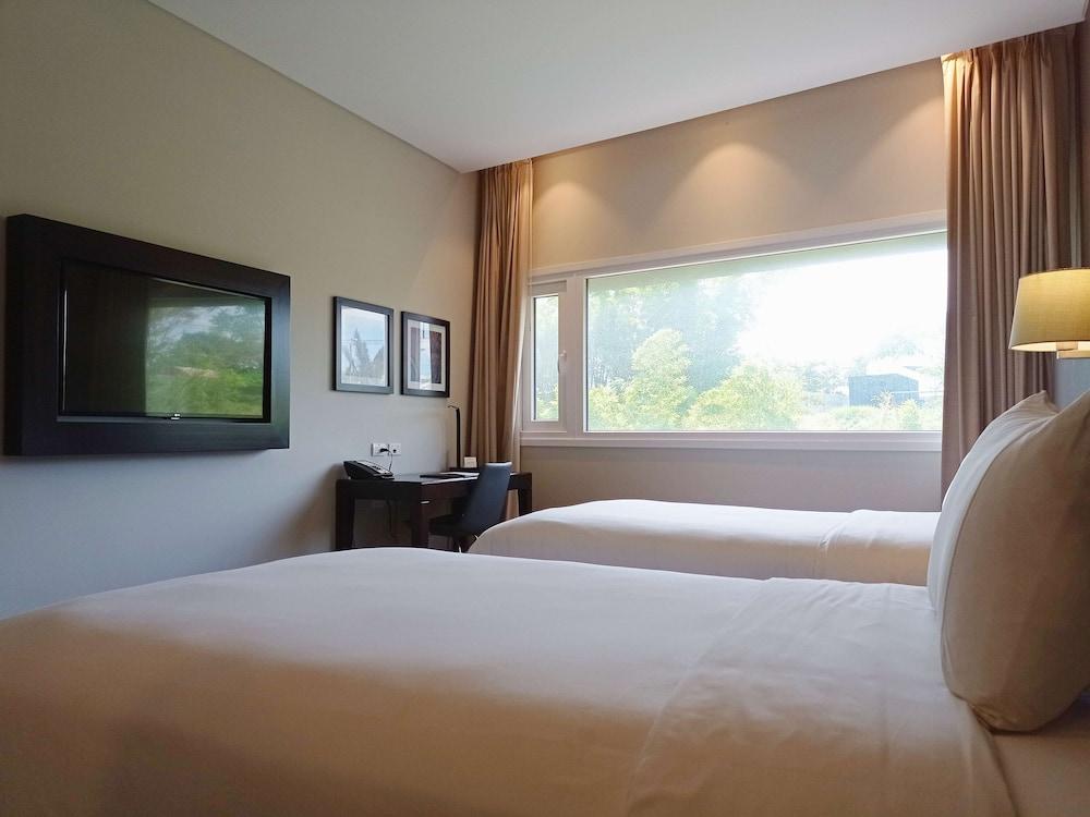 https://i.travelapi.com/hotels/17000000/16450000/16447300/16447274/46b61a05_z.jpg