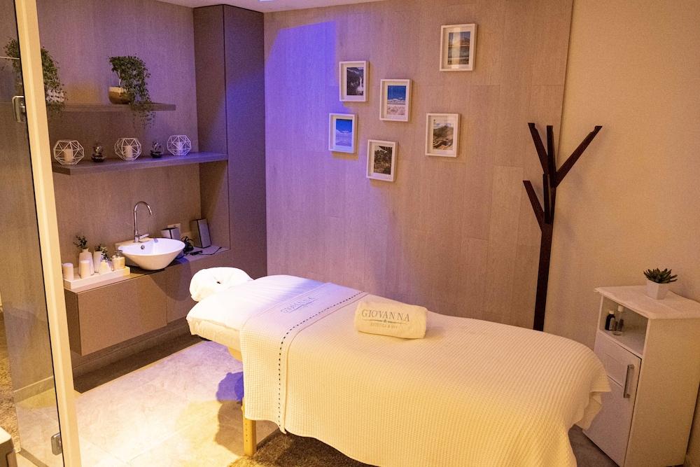 https://i.travelapi.com/hotels/17000000/16450000/16447300/16447274/5a11ccb0_z.jpg