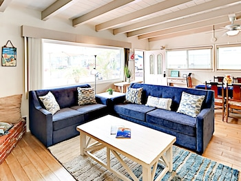 Ocean View Roof Deck in Mission Beach by RedAwning