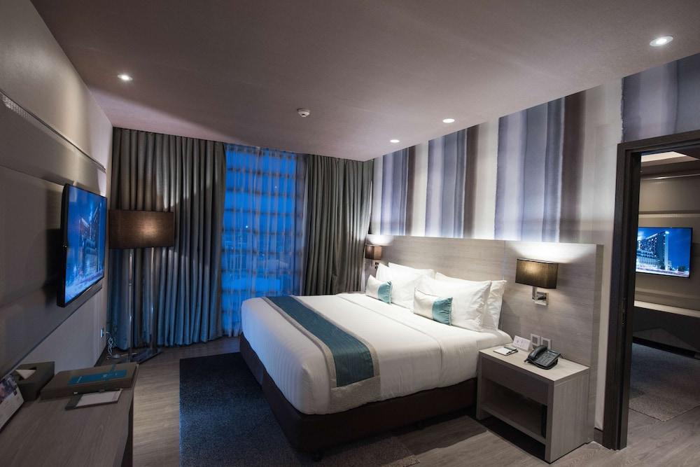 https://i.travelapi.com/hotels/17000000/16460000/16458200/16458106/1a845b6c_z.jpg