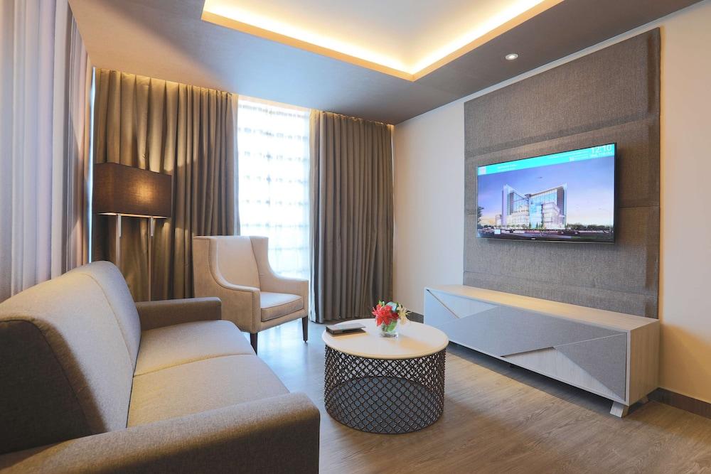 https://i.travelapi.com/hotels/17000000/16460000/16458200/16458106/549f6cef_z.jpg