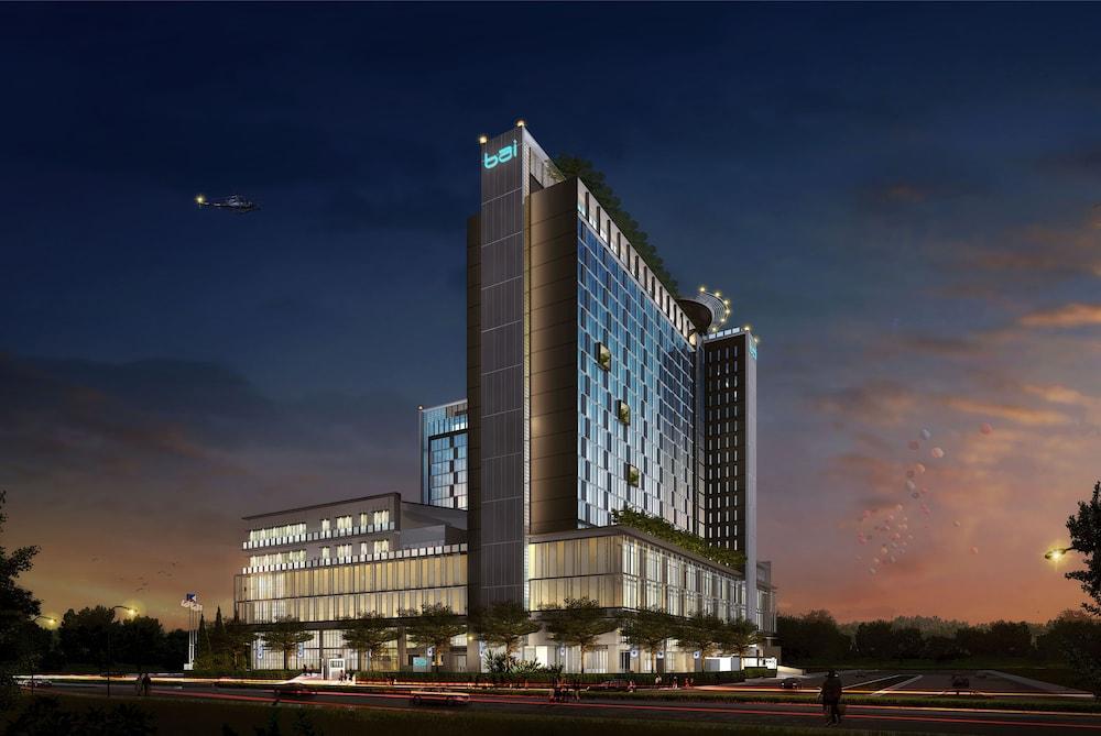 https://i.travelapi.com/hotels/17000000/16460000/16458200/16458106/9f0d7491_z.jpg