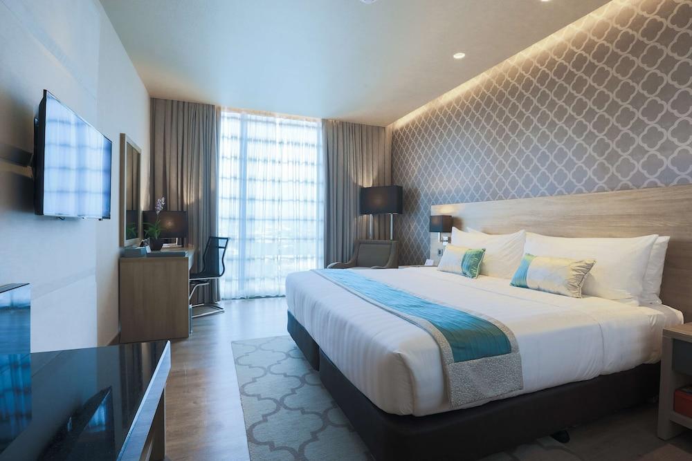 https://i.travelapi.com/hotels/17000000/16460000/16458200/16458106/edb57d86_z.jpg