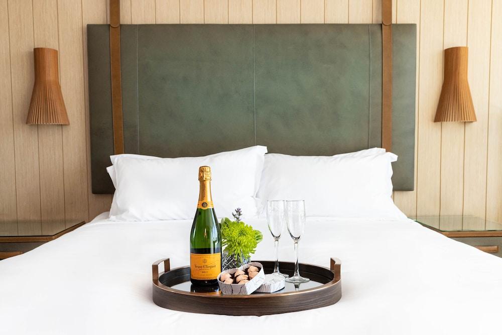 Champagne service