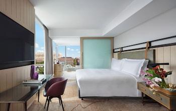 Luxury Room, 1 King Bed, Corner