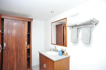 Airy Sukawati Sutami Gunung Sari 99x Bali - Bathroom  - #0