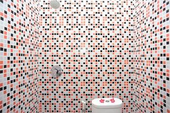Airy Bypass Ngurah Rai Gang Patasari Blok B Kuta Bali - Bathroom  - #0