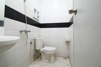 Airy Panakkukang Boulevard Ruko Ruby 51 Makassar - Bathroom  - #0