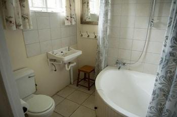 Twin Pools Lodge B and B - Bathroom  - #0