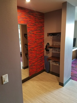 Suite, 1 King Bed, Accessible, Non Smoking (mob/hearing acc w/ roll-in shower)