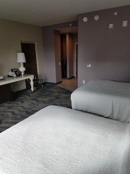Room, 2 Queen Beds, Accessible, Non Smoking (mob/hearing acc w/ roll-in shower)