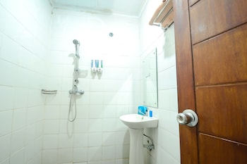 Airy Sukapura DR Wahidin 52 Cirebon - Bathroom  - #0