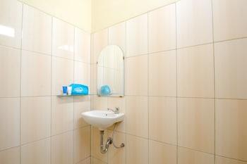 Airy Eco Cibatu Raya KM 15 Purwakarta - Bathroom  - #0