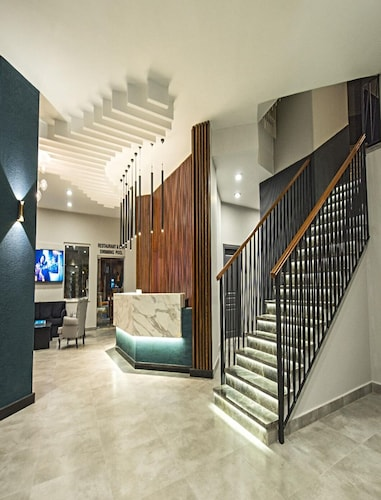 . Kleopatra Tower Suite Hotel
