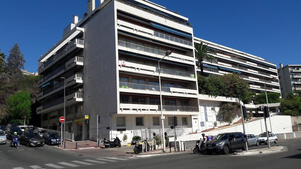 President luxurious studio center Cannes