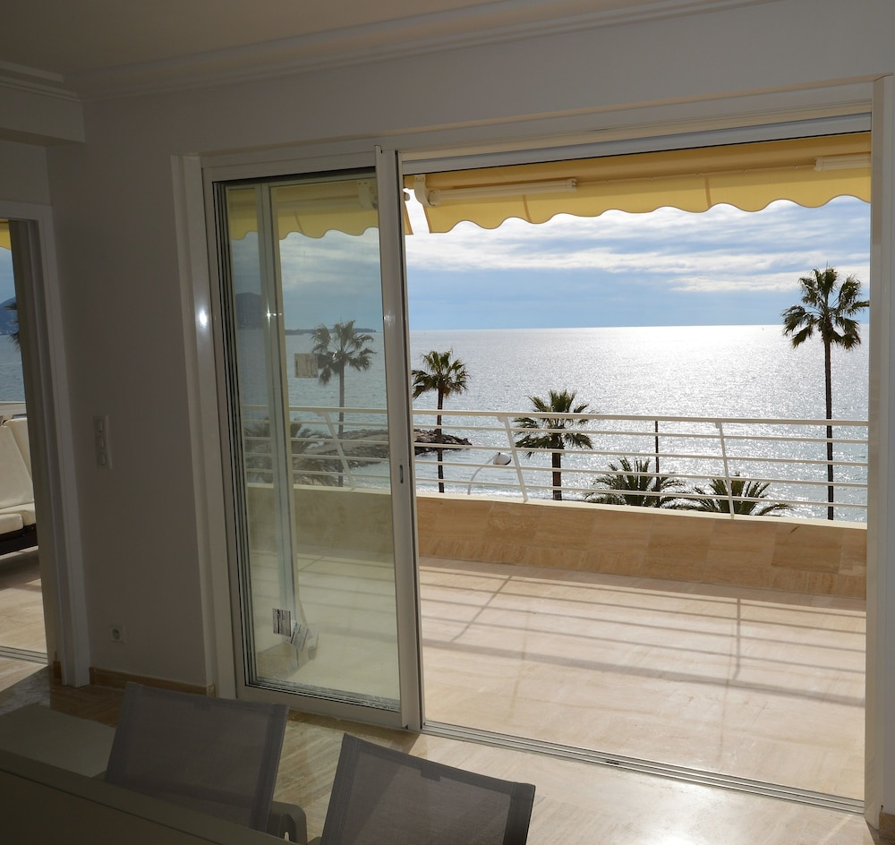 Wonderful seafront Apartment - 3-bedroom