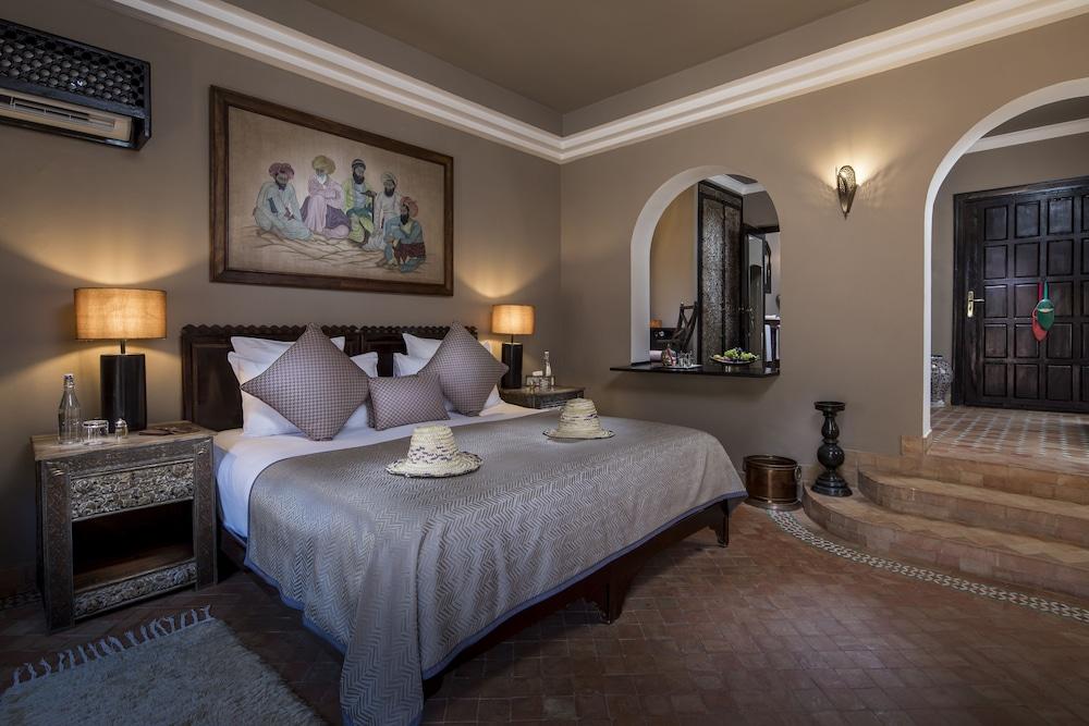 https://i.travelapi.com/hotels/17000000/16490000/16489800/16489704/30d762ee_z.jpg
