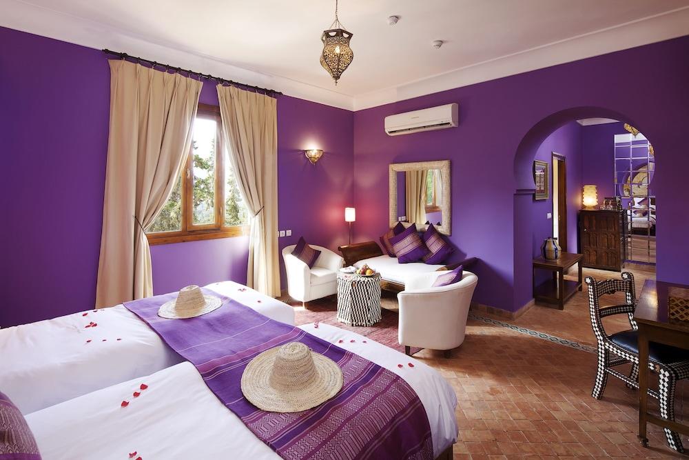 https://i.travelapi.com/hotels/17000000/16490000/16489800/16489704/342dfa87_z.jpg