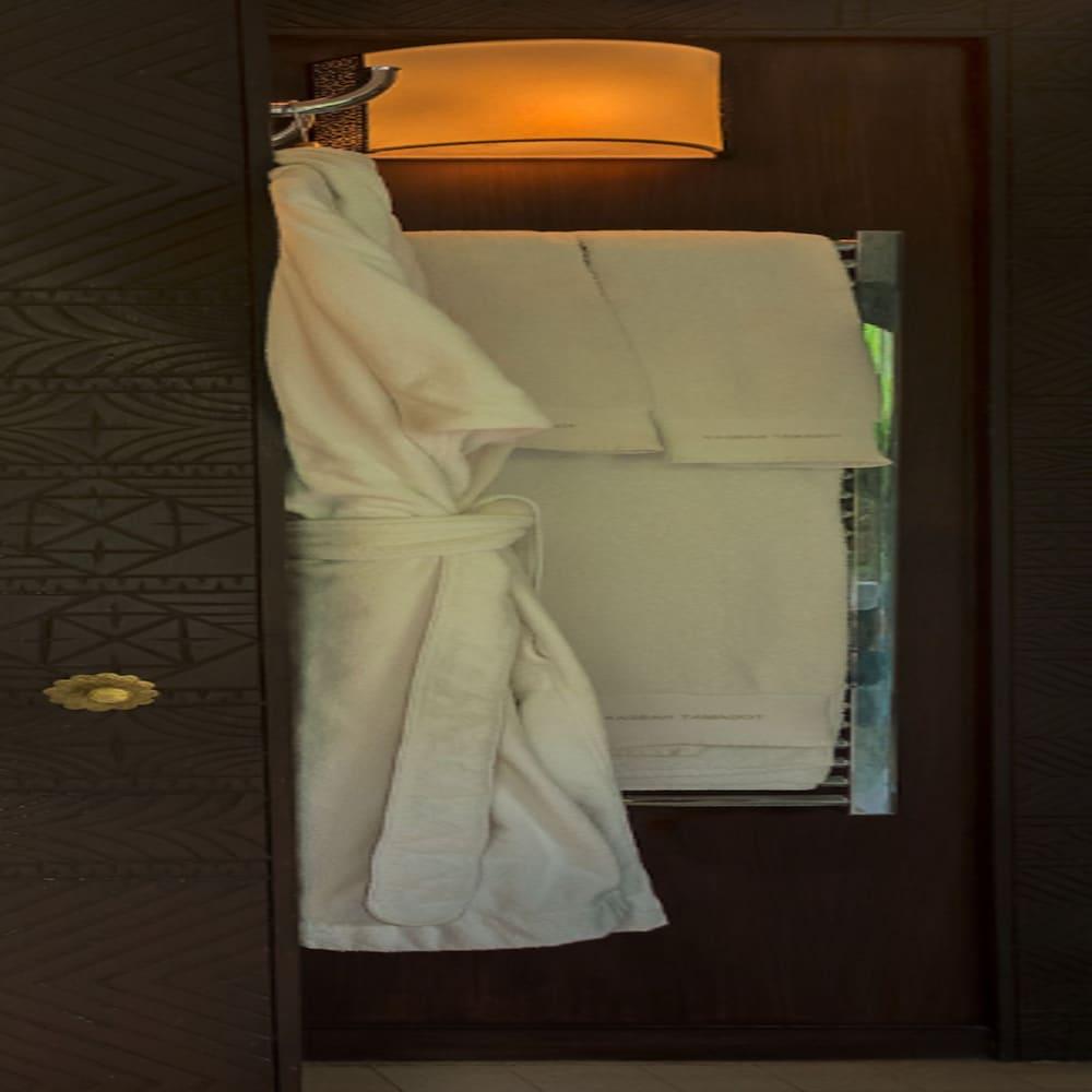https://i.travelapi.com/hotels/17000000/16490000/16489800/16489704/61898987_z.jpg