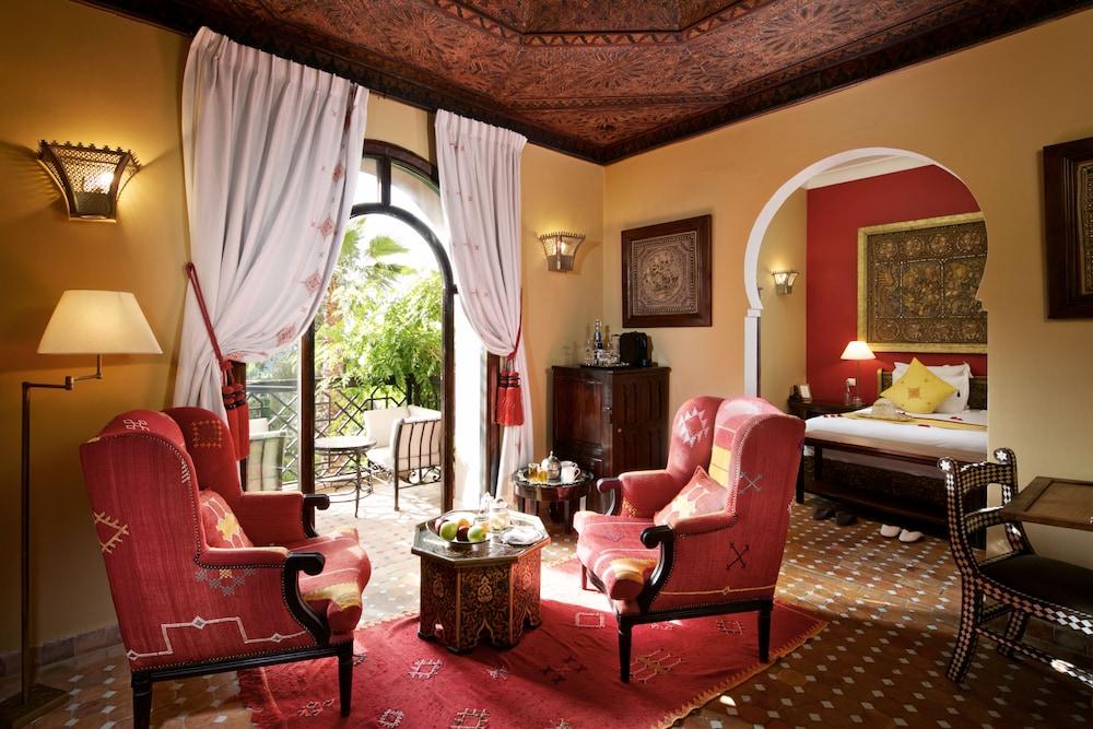https://i.travelapi.com/hotels/17000000/16490000/16489800/16489704/6391ca6b_z.jpg