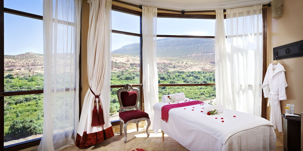 https://i.travelapi.com/hotels/17000000/16490000/16489800/16489704/f9a21146_z.jpg