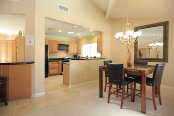 Catalina - 2 Bedroom Home - Scottsdale - In-Room Dining  - #0