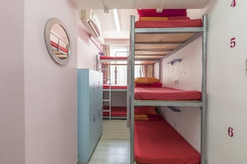 1 Bed in 8-Bed Female Dorm, Ensuite