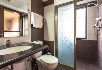 Swayambhu Hotels and Apartments - Bathroom  - #0