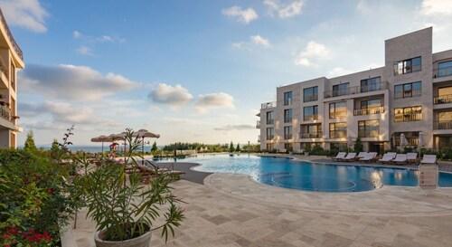 . Diamond Beach Resort