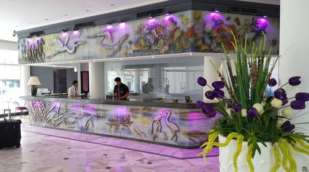 https://i.travelapi.com/hotels/17000000/16520000/16511600/16511549/71920df0_z.jpg