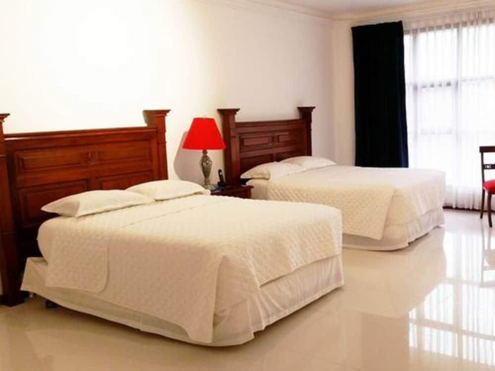 https://i.travelapi.com/hotels/17000000/16520000/16511600/16511549/fe7bf735_z.jpg