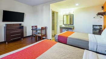 Motel 6 on Maple
