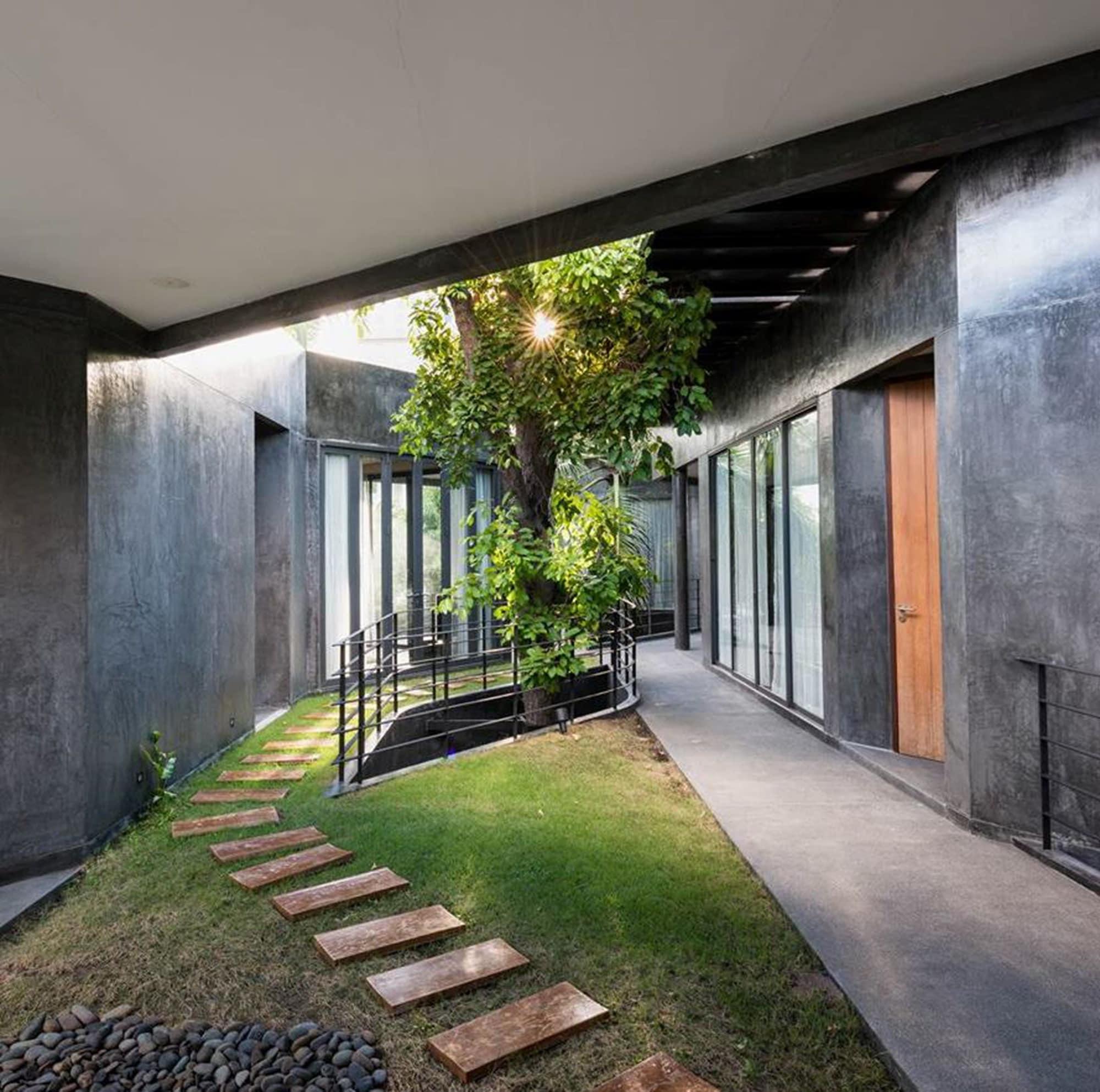 House of Grey, Khlong Toey