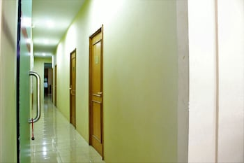 ZEN Rooms Wahid Hasyim Syariah - Hallway  - #0