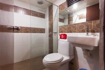 ZEN Rooms Masjid India - Bathroom  - #0