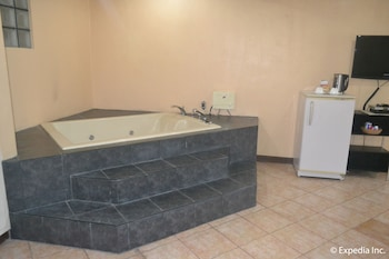APARTELLE ROYAL Jetted Tub
