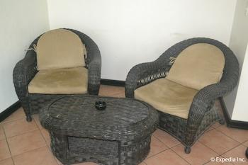 APARTELLE ROYAL Lobby Sitting Area