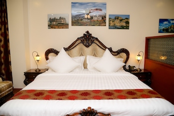 The Palace Suites Hotel - Featured Image  - #0