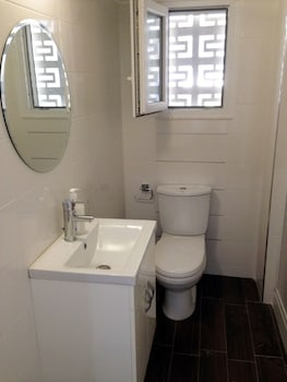 Chris Luxury Apartments - Bathroom  - #0