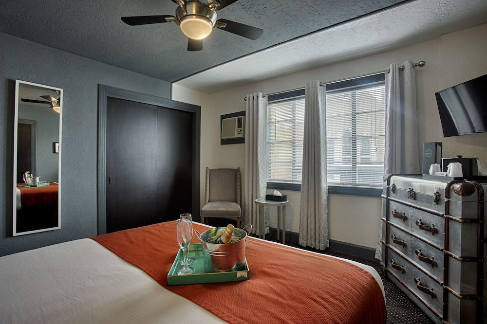 Room (ADA Room)