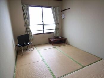 Traditional Twin Room, Shared Bathroom