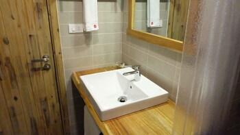 9 Station Hostel Phu Quoc - Bathroom  - #0