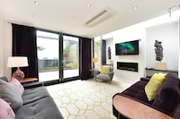 Deluxe Townhome, 3 Bedrooms 2 Bathroom Air Conditioning Terrace (Saint Barnabas Street)