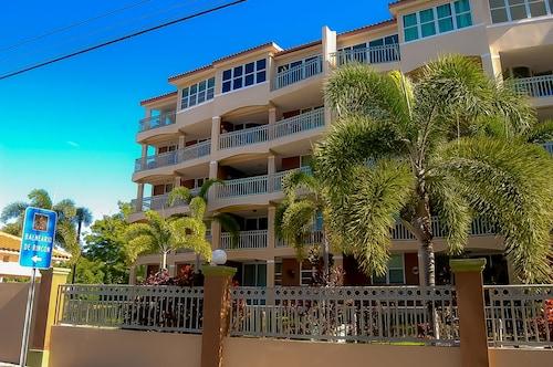 . Front Beach Luxury Apartment