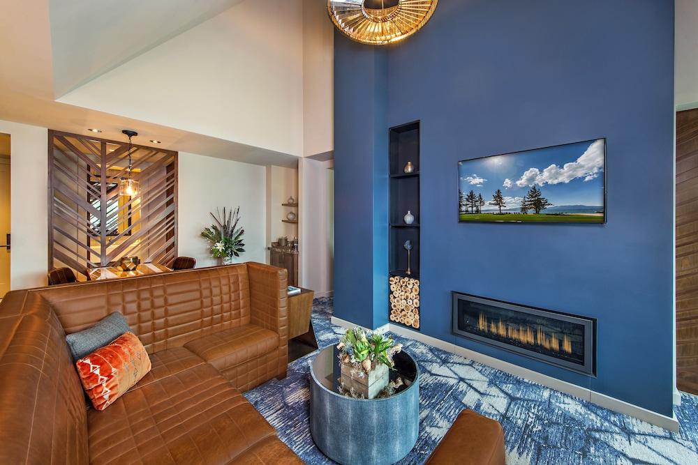 https://i.travelapi.com/hotels/17000000/16550000/16546400/16546388/2f514db4_z.jpg